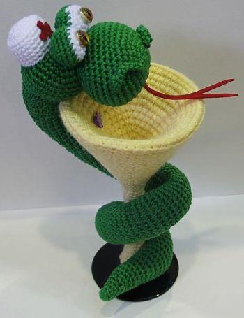 Вязанный змей своими руками